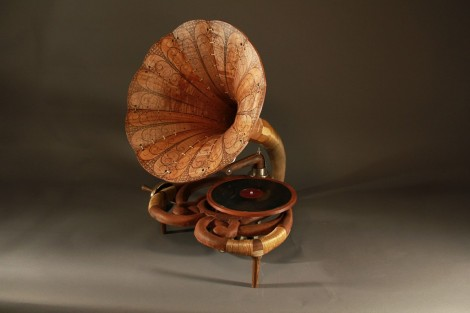wooden-Phonograph-by-thad-trubakoff-940x626[1]